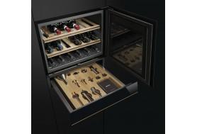 Виноохладител за вграждане SMEG Dolce Stil Novo CVI618NR с дъбови стелажи в черно стъкло и медни профили