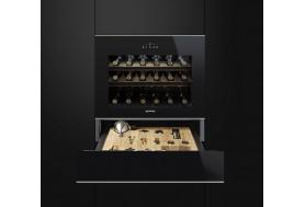 Виноохладител за вграждане SMEG Dolce Stil Novo CVI618NX с дъбови стелажи в черно стъкло и иноксови профили