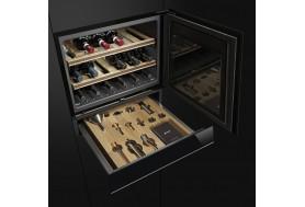 Чекмедже за вграждане с атрибути и аксесоари за вино SMEG Dolce Stil Novo CTPS613NX в черно стъкло със иноксов профил