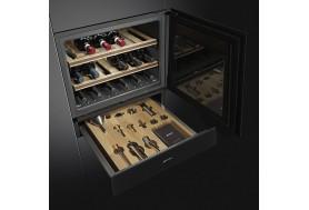 Чекмедже за вграждане с атрибути и аксесоари за вино SMEG Linea CPS115N в черно стъкло